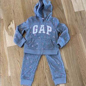 Gap Fleece Outfit